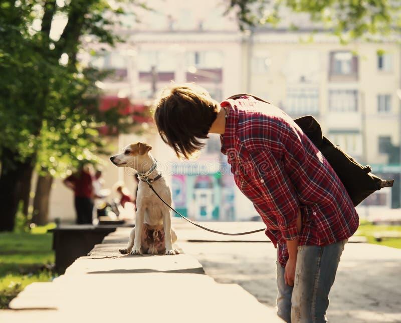 Donna e cane fotografie stock
