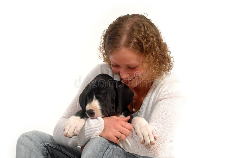 Donna e cane felici fotografia stock libera da diritti
