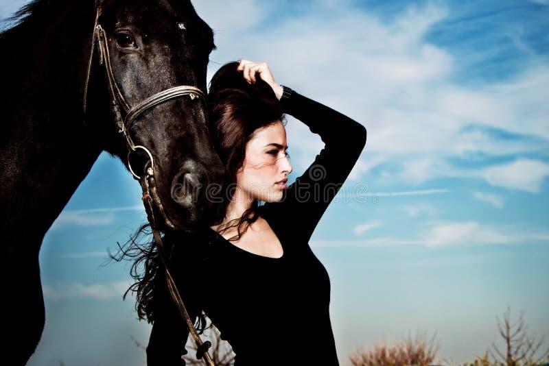 Donna e cavallo fotografie stock