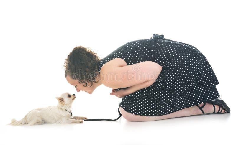 Donna e chihuahua fotografie stock