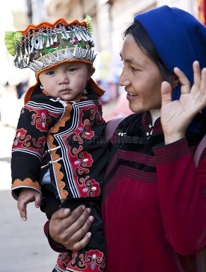 Donna e figlio di Hani al servizio fotografia stock