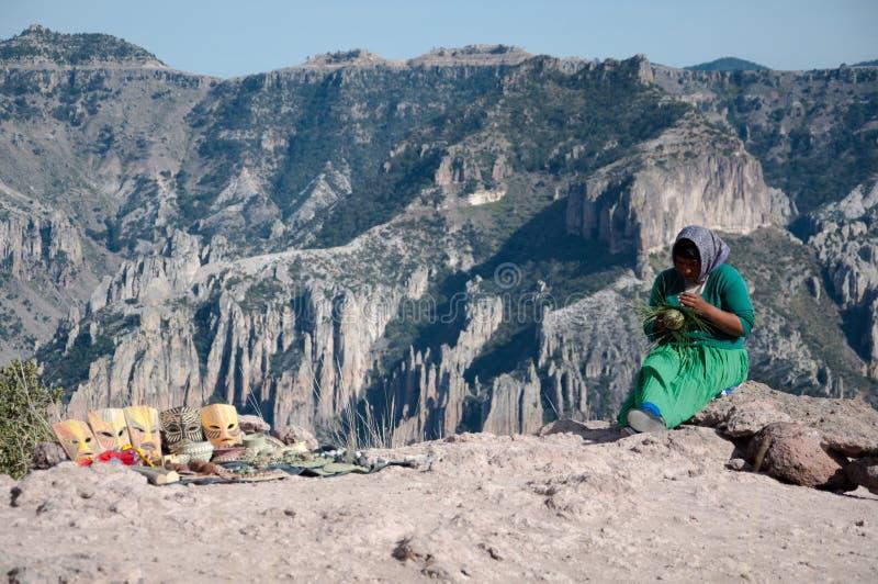 Donna e le montagne mexico fotografie stock libere da diritti