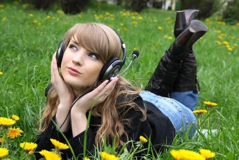 Donna e musica fotografie stock