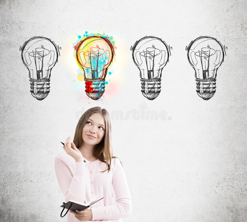 Donna e quattro schizzi della lampadina immagine stock