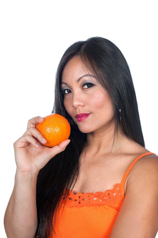 Donna ed arancio asiatici immagine stock libera da diritti