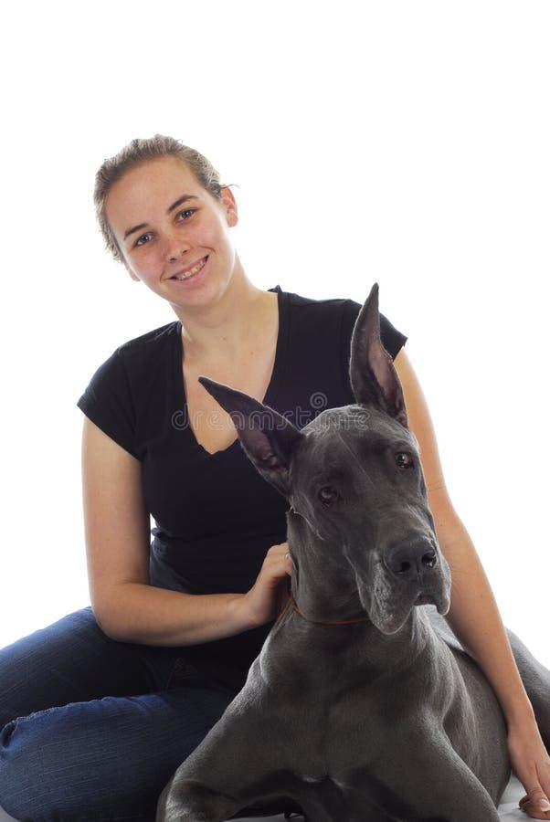 Donna ed il suo cane immagine stock
