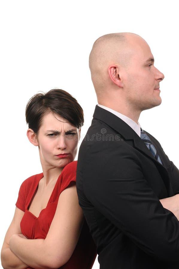 Donna ed uomo che si levano in piedi di nuovo alla parte posteriore. fotografia stock libera da diritti
