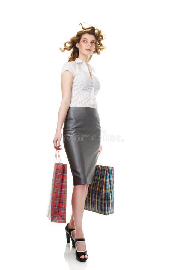 Donna elegante ad acquisto fotografie stock libere da diritti