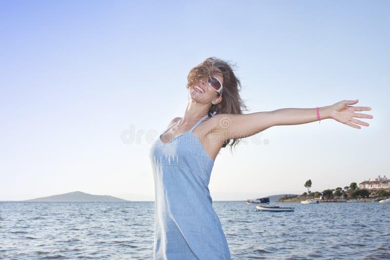 Donna felice immagine stock