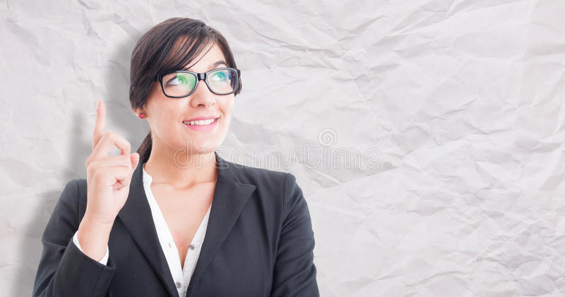 Donna felice che indica un'idea di affari immagini stock libere da diritti