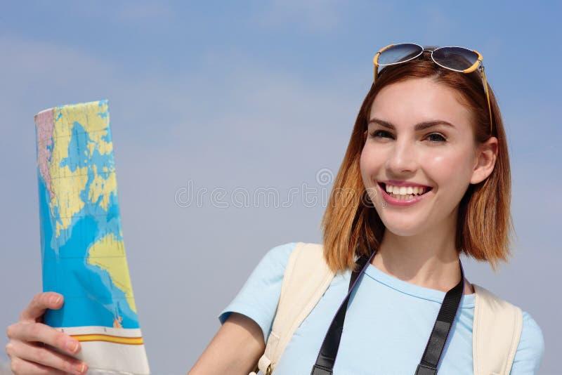 Donna felice di viaggio immagini stock libere da diritti