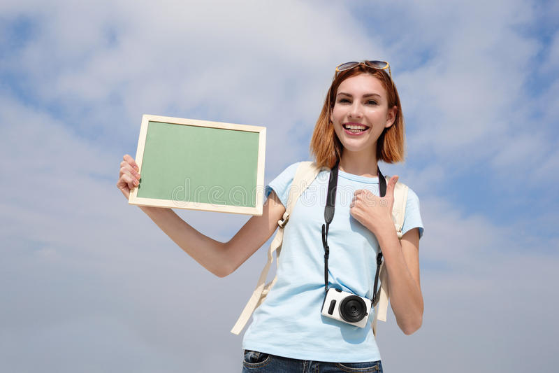 Donna felice di viaggio fotografie stock
