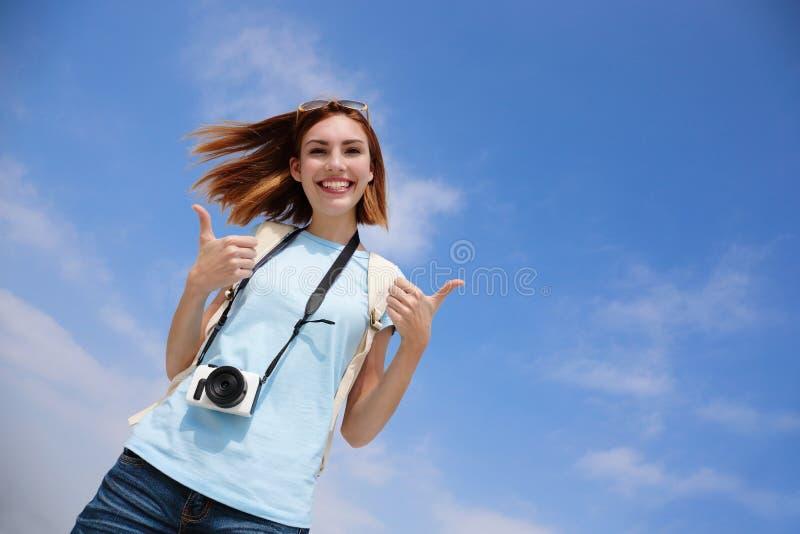 Donna felice di viaggio fotografia stock