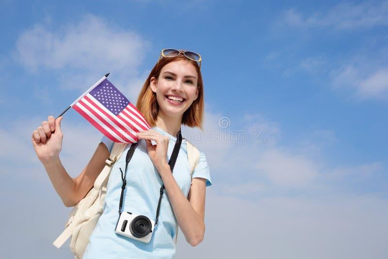 Donna felice di viaggio dei giovani fotografia stock libera da diritti