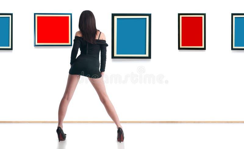 Donna in galleria fotografia stock libera da diritti