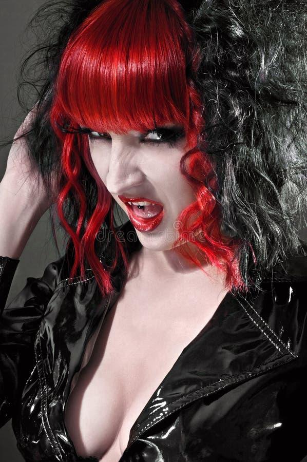 Donna gotica sexy del feticcio in studio fotografia stock