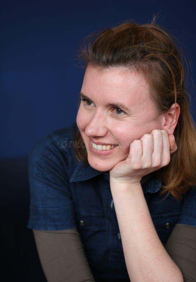Donna graziosa/ascoltatore allegro immagine stock libera da diritti