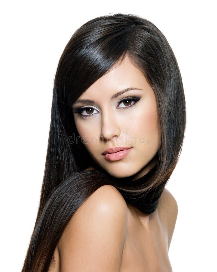 Donna graziosa con capelli lunghi fotografia stock