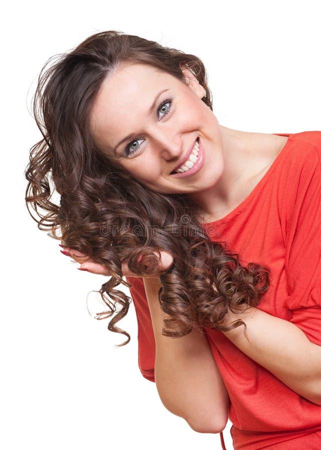 Donna graziosa con capelli ricci immagine stock