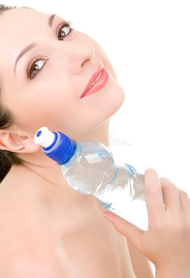 Donna graziosa con la bottiglia di acqua fotografia stock