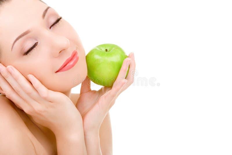 Donna graziosa con la mela verde fotografia stock