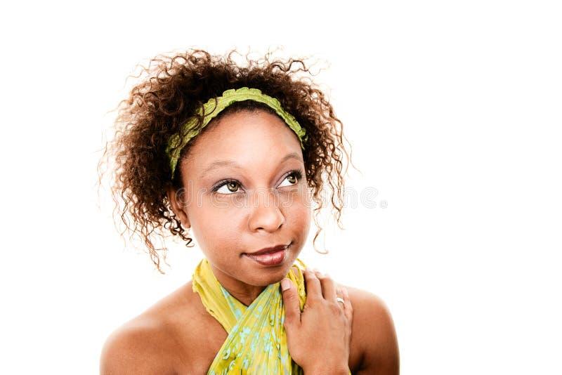 Donna graziosa del African-American che osserva in su fotografia stock