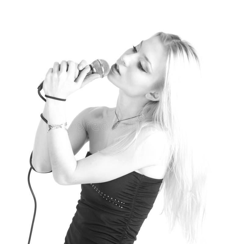 Donna graziosa del cantante sopra bianco fotografie stock