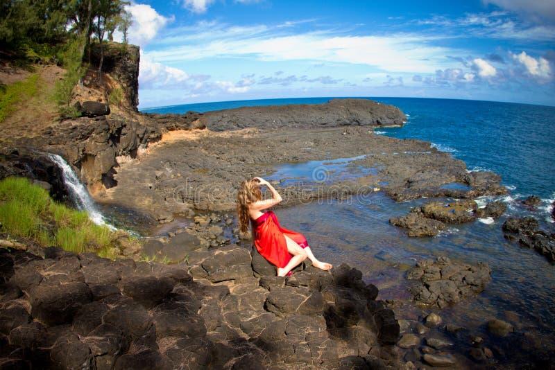 Donna graziosa nel paradiso fotografia stock libera da diritti