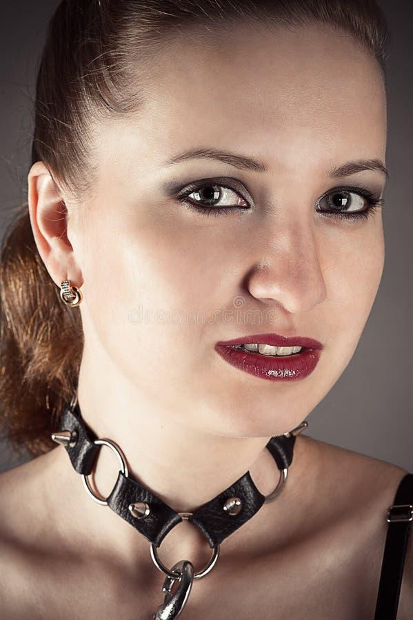 Donna graziosa nell'immagine uno schiavo fotografia stock