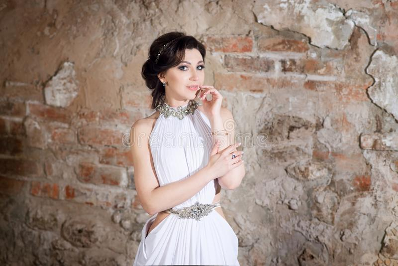 Donna In Tunica Bianca Con Il Cappello Bianco Sulla ...