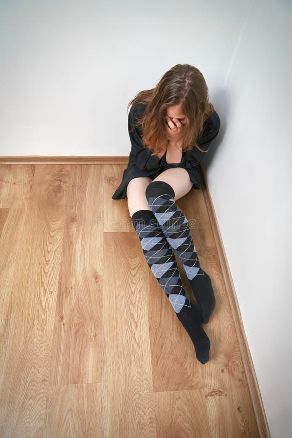 Download Donna gridante immagine stock. Immagine di bello, hopelessness - 55365001