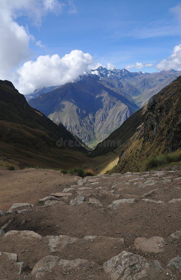 donna guasto della traccia del Perù s del passaggio del inca fotografie stock