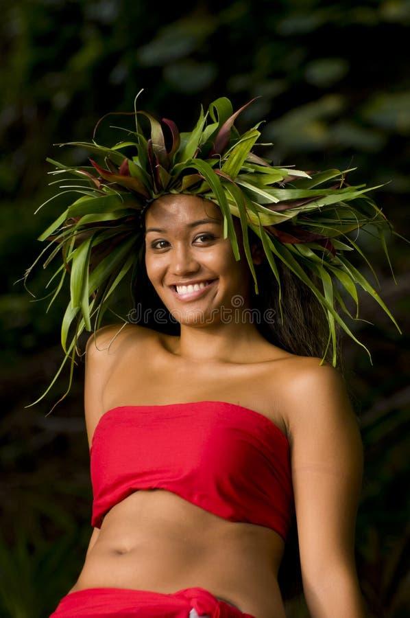 Donna hawaiana sorridente fotografia stock libera da diritti