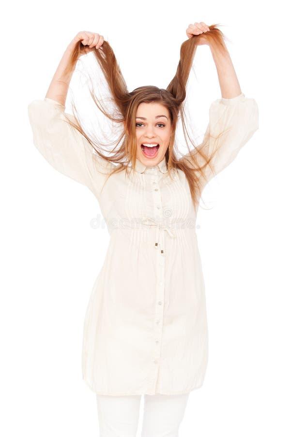 Donna impressionabile che tira i suoi capelli fotografie stock libere da diritti
