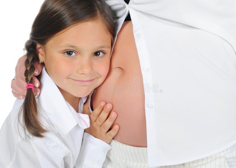 Donna incinta con la sua figlia fotografie stock