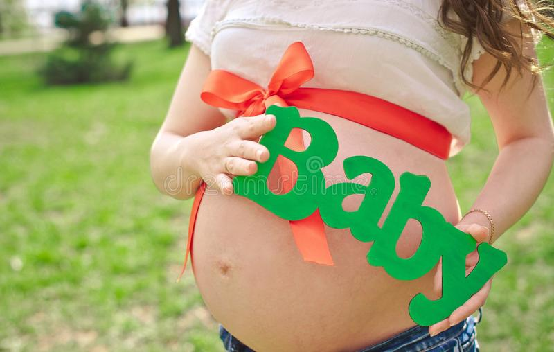 Donna incinta della ragazza incinta fotografia stock