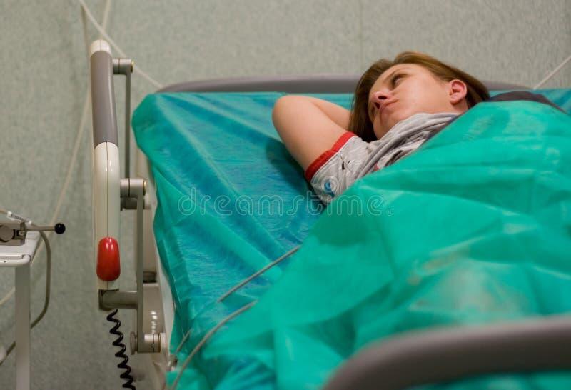 Donna incinta in ospedale immagini stock libere da diritti