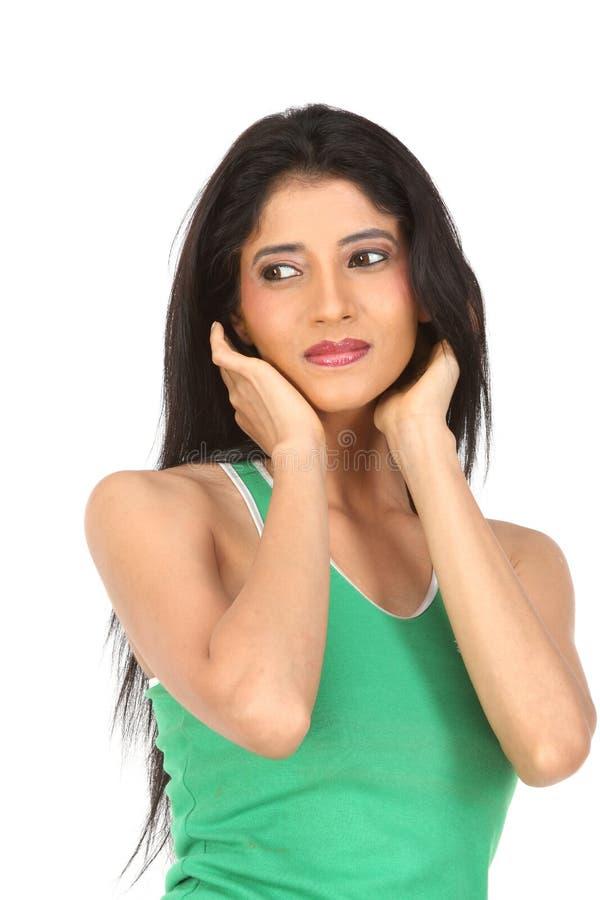 Donna indiana che cattura cura del suo fronte della pelle for Suo e suo armadio