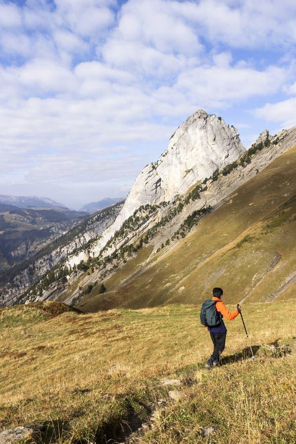 Donna indiana che fa un'escursione in Francia immagini stock