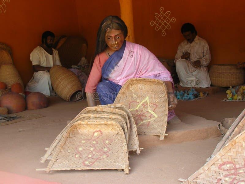 Donna indiana in statua del mercato del villaggio fotografie stock libere da diritti