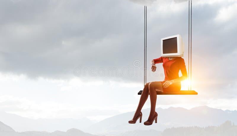 Donna intestata monitor Concetto di efficienza di affari Media misti fotografia stock libera da diritti