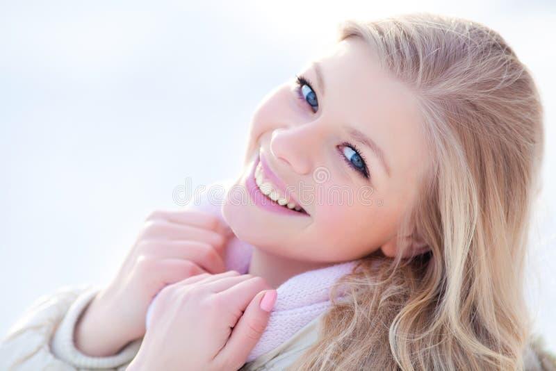 Donna in inverno fotografie stock