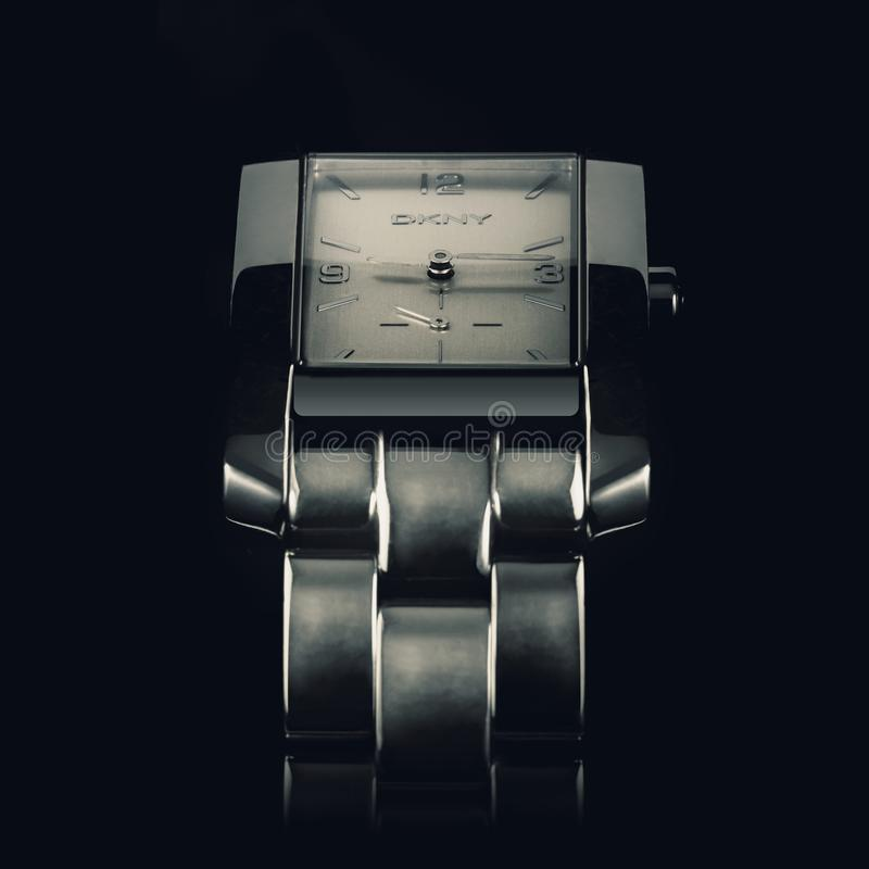 Donna Karan, relógio de pulso dos homens, fotografia macro fotos de stock royalty free