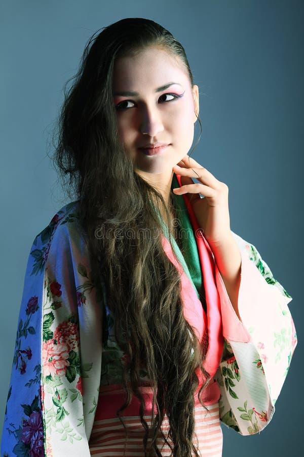 Donna in kimono fotografia stock libera da diritti
