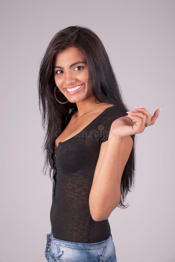 Donna latina felice e bella fotografia stock libera da diritti
