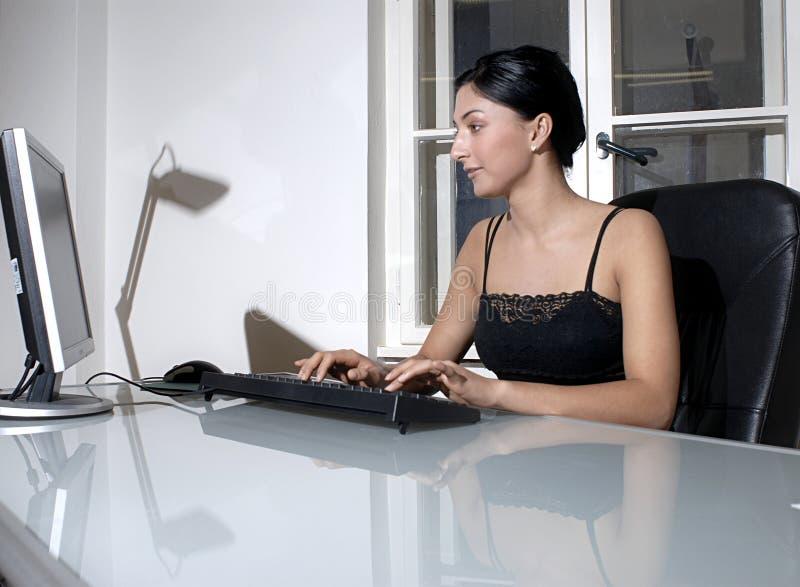Donna lavoratrice fotografia stock libera da diritti