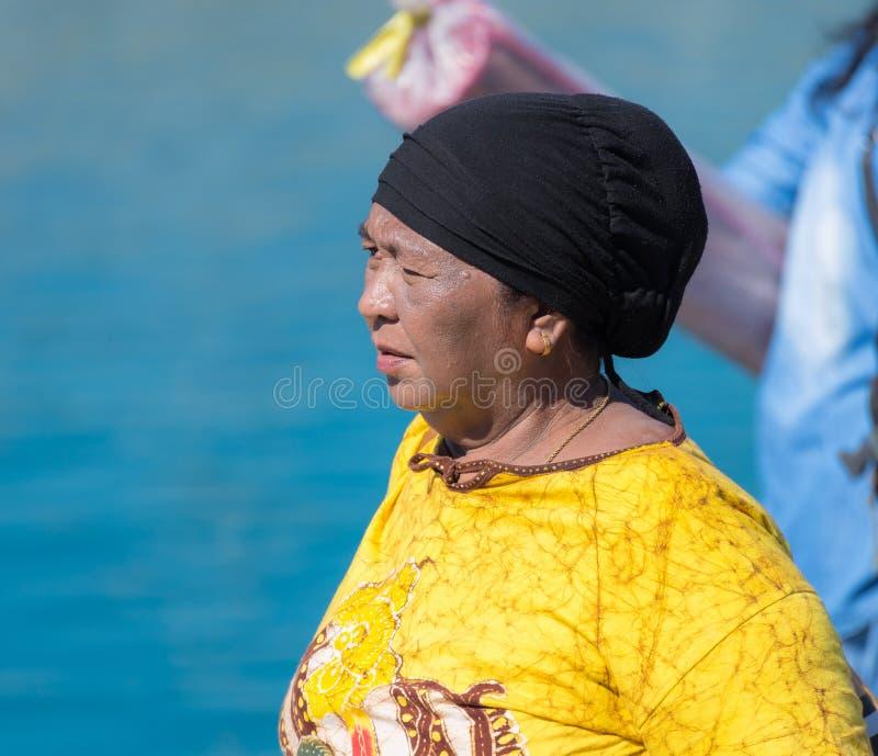 Donna locale di etnia togean immagini stock