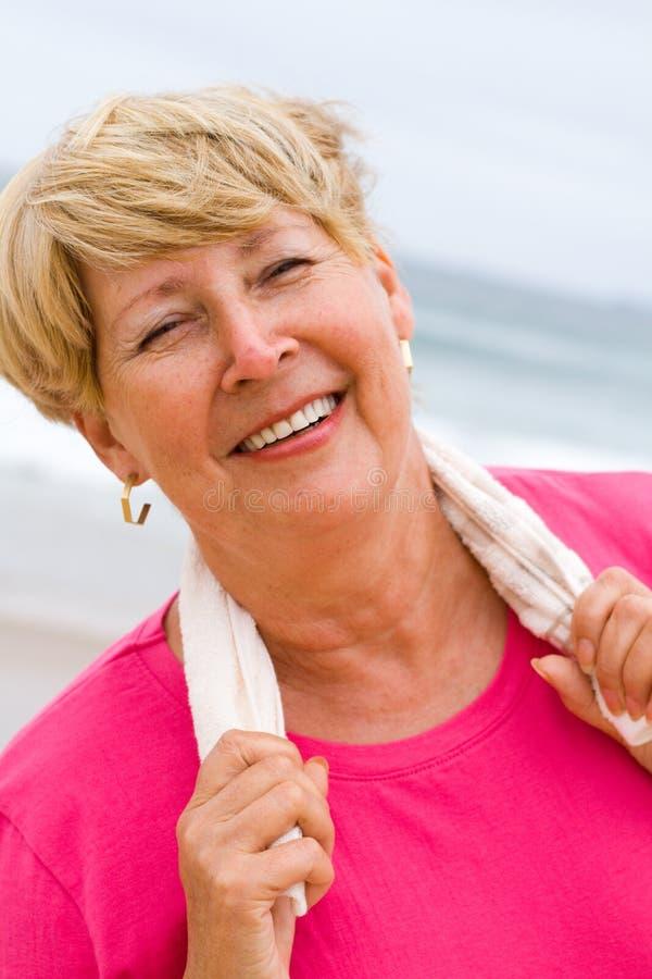 Donna maggiore in buona salute immagini stock