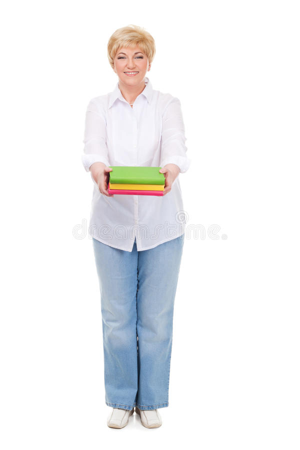 Donna maggiore con i libri isolati fotografie stock libere da diritti