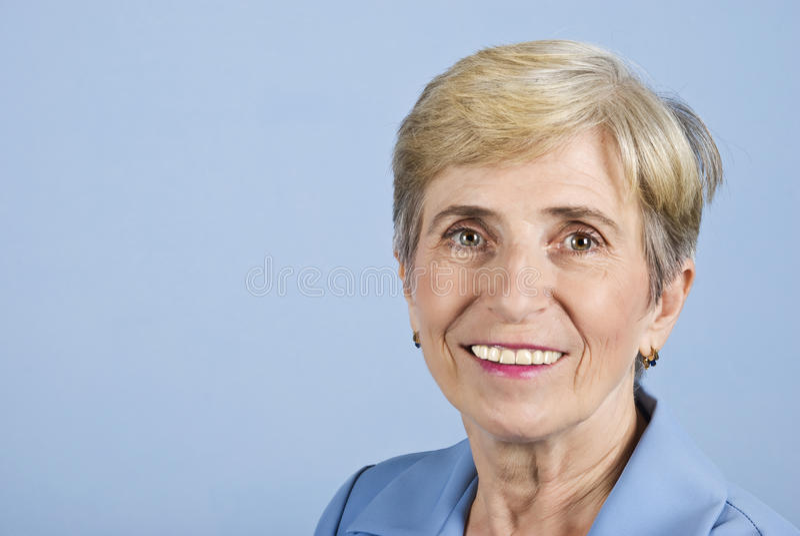 Donna maggiore di affari di sorriso immagini stock libere da diritti